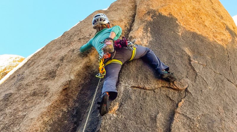 women, sport, lead, climbing, outdoors, los angeles, joshua tree, california, rock, class, lesson, how to, course